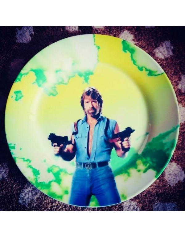 Assiette porcelaine :Chuck...